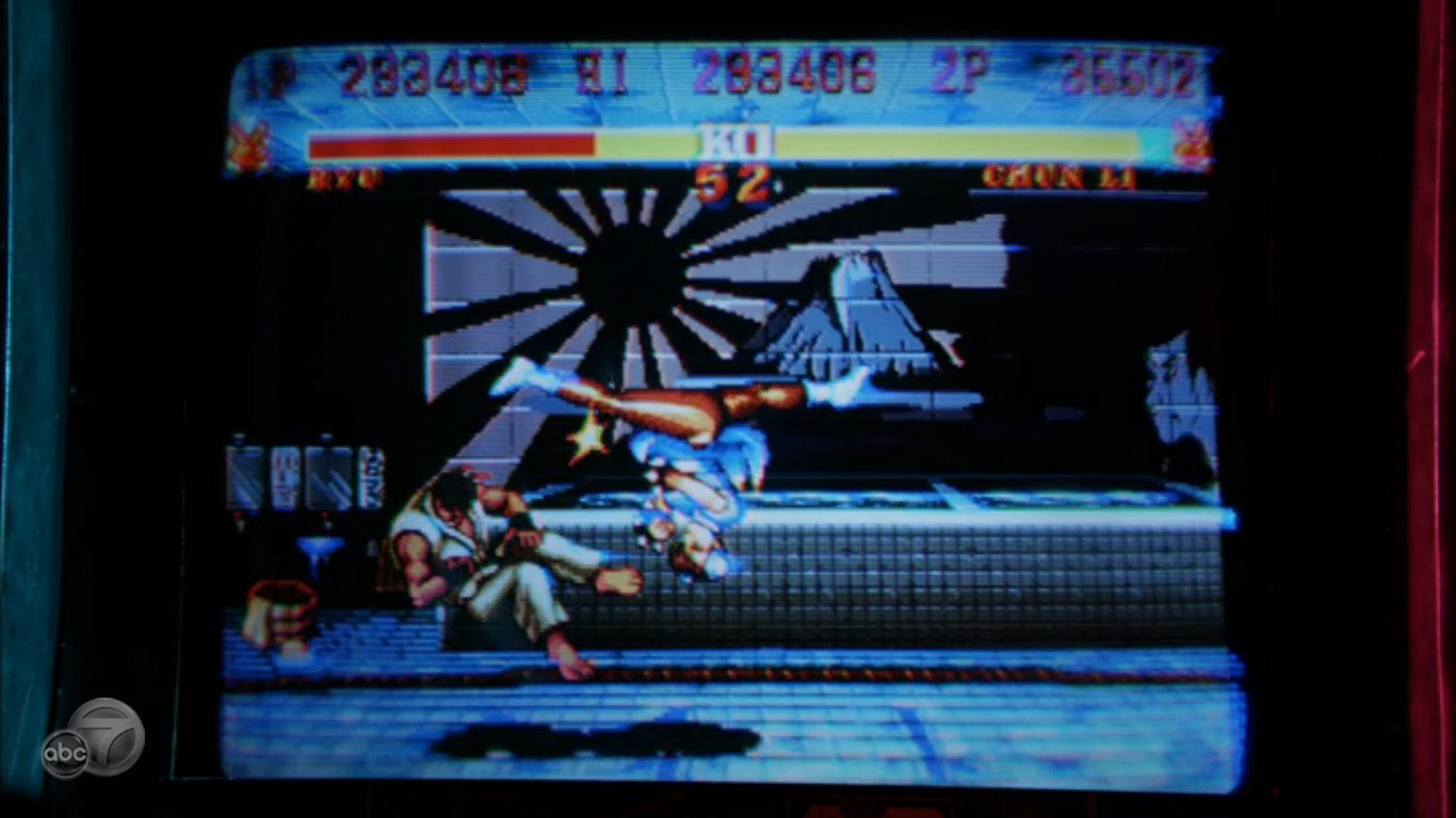 Street Fighter 2 being played in ABC's Revenge image #2