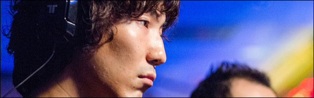 Daigo Umehara the Beast playing Street Fighter