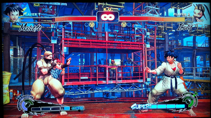 An image showing Ibuki against Makoto in Super Street Fighter 4