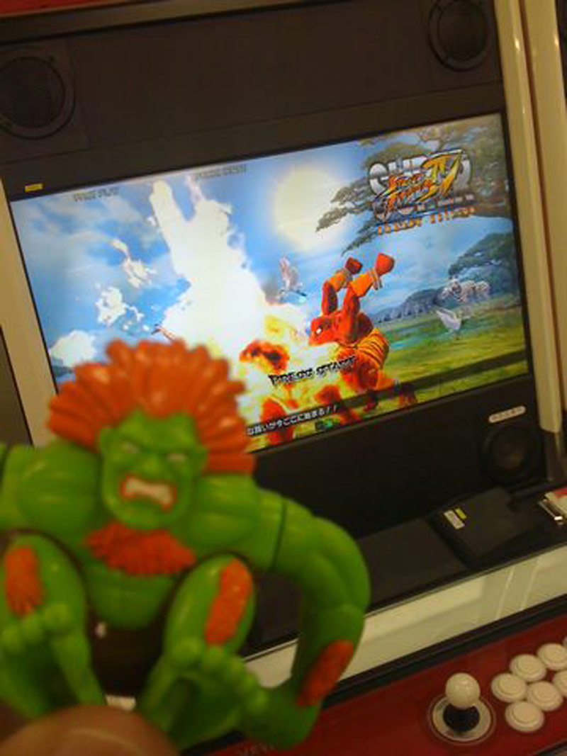 SSF4 Arcade Edition image of Dhalsim blowing fire on an unknown competitor