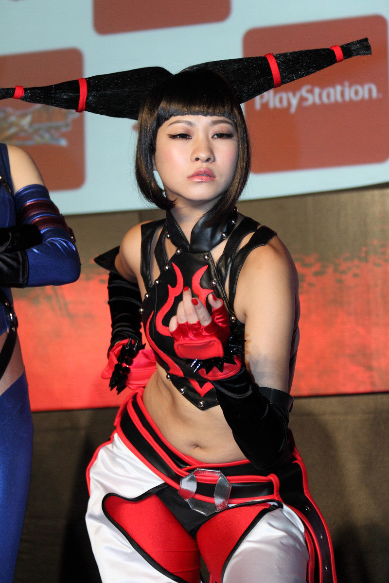 Street Fighter and Tekken cosplay image #2