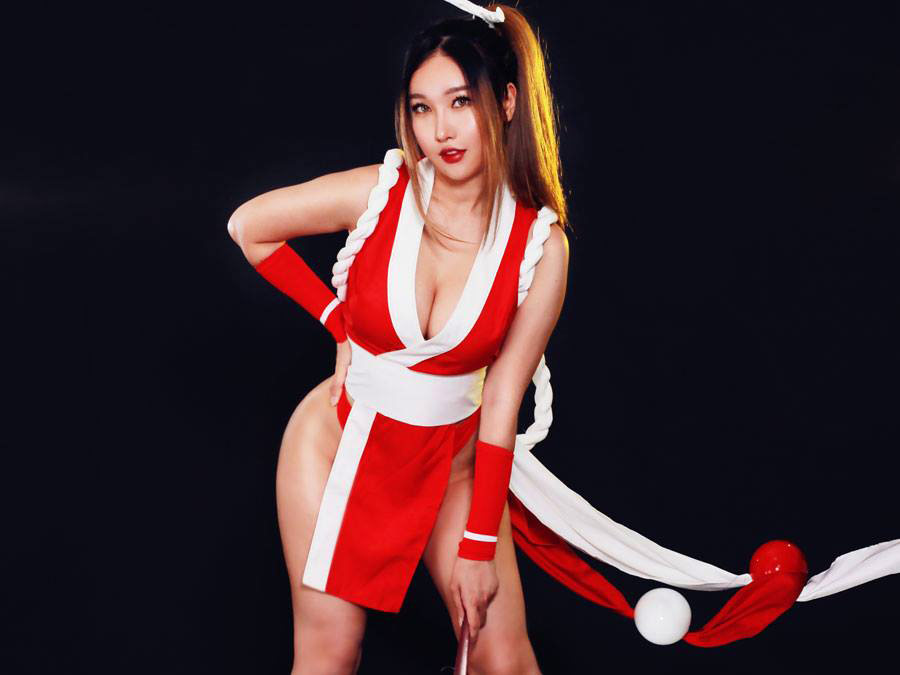 RinnieRiot's fighting game cosplay 14 out of 21 image gallery